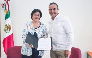 Firma de convenio entre Procuraduría Social y la Contraloría del Estado.